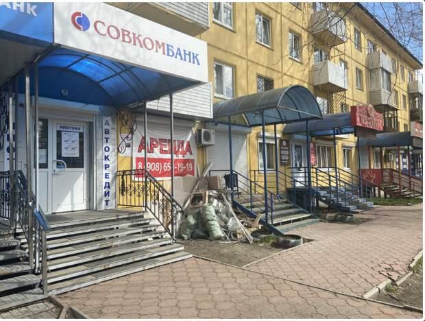 Около 100 незаконных рекламных конструкций убирали с улиц Ангарска