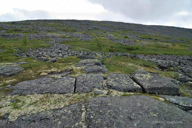 Гора Карнасурта в Заполярье - каменные блоки и загадочное название