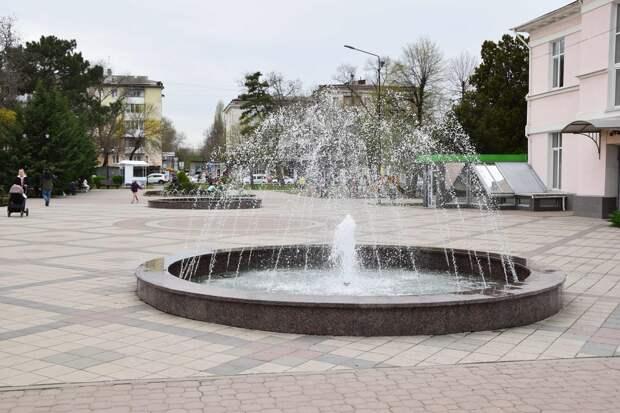 В Симферополе заработали фонтаны