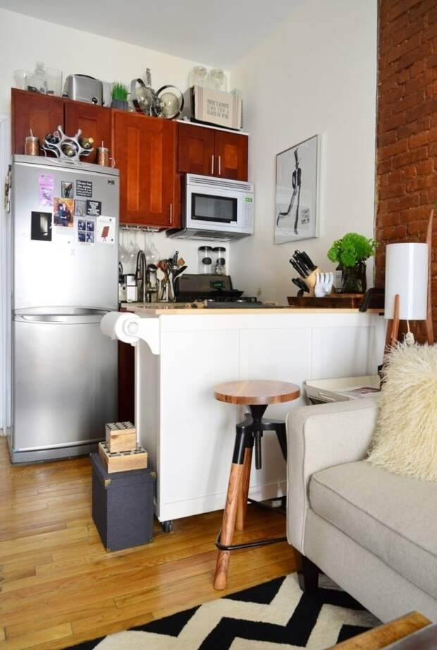 6. Столик на колесах послужит дополнительной столешницей на крохотной кухне интерьер, квартира, советы, хитрости