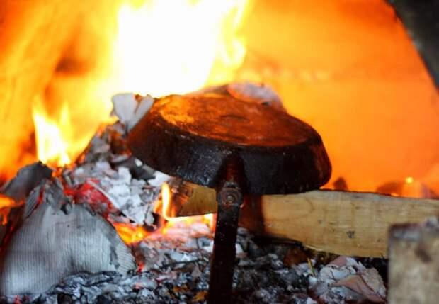 После прокаливания нагар отпадет самостоятельно, а остатки можно удалить наждачкой / Фото: remontu.com.ua