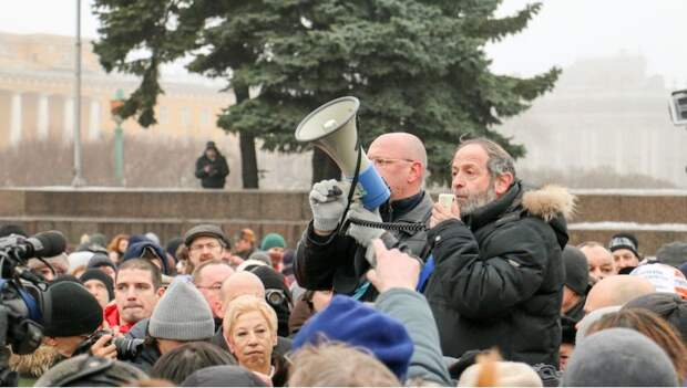Вглядитесь в эти лица. Кто протестовал против передачи Исакия РПЦ (фото)