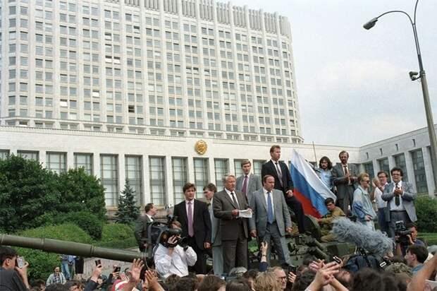 Что, если бы Горбачёв остался у власти?