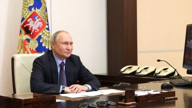 Путин рассказал об обновлении модели оплаты труда медиков