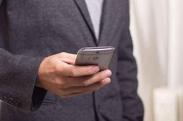 Участковый раскрыл кражу «мобилы» в торговом центре на Дмитровке