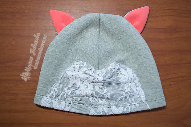 Трикотажная шапка с ушками и ажуром