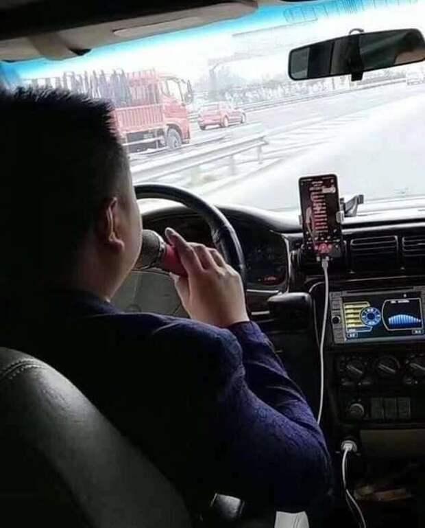«Только проснулся, на унитазе сижу»: забавные ситуации в такси (14 фото)