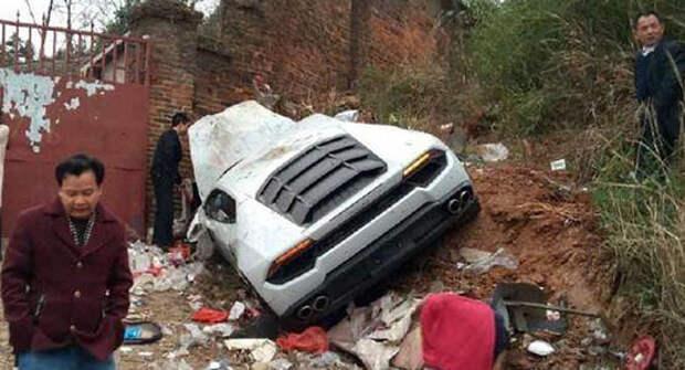 Китаец «припарковал» Lamborghini Huracan на помойке