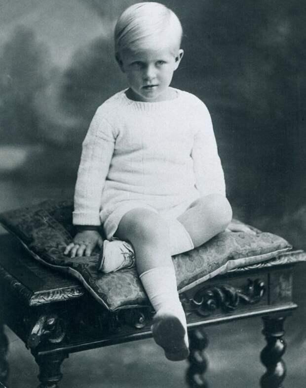 Принц Филипп в детстве. / Фото: www.mirror.co.uk