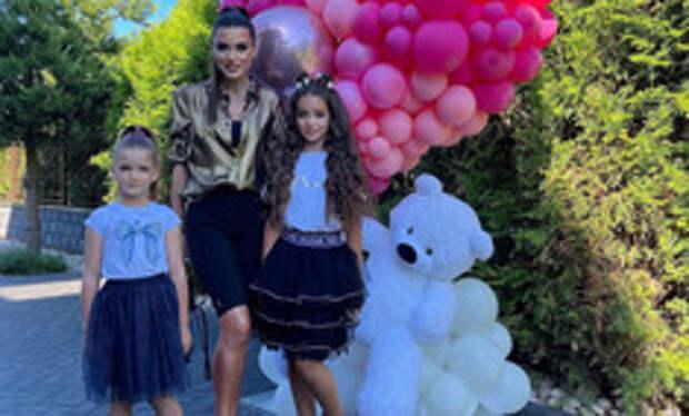 С подругами, но без мужа: Бородина собрала гостей на 12-летие дочери