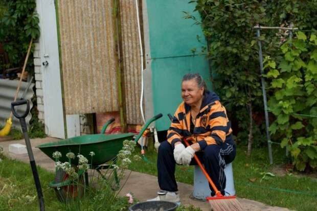 Пенсионерка подливала соседям слабительное чтобы они вакцинировались