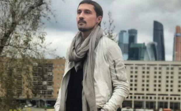 Сорвавший голос Дима Билан спел песню с листа на концерте в Тюмени