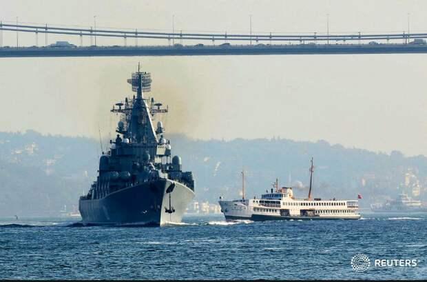 """""""Москва"""" и """"Адмирал Эссен"""" проходят Проливы"""