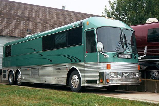 15 Eagle tour bus