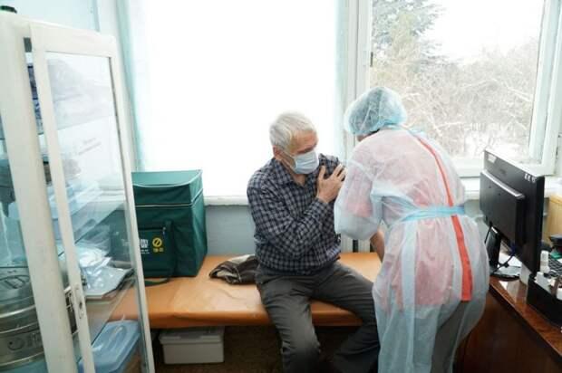 В трёх городах Крыма открылись мобильные пункты вакцинации против коронавируса