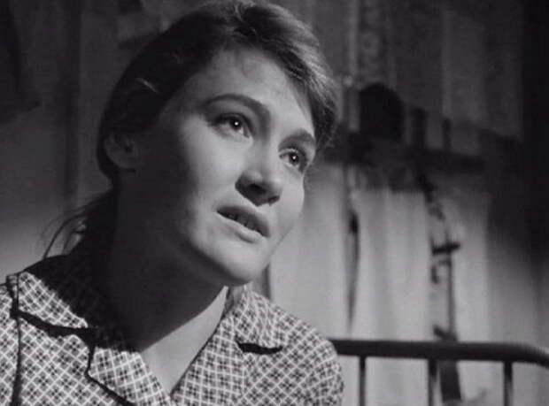 Лариса Буркова. Шукшин считал её самородком, а она докатилась до сторожа.