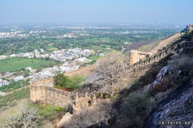 Крепостнные стены форта Читторгарх