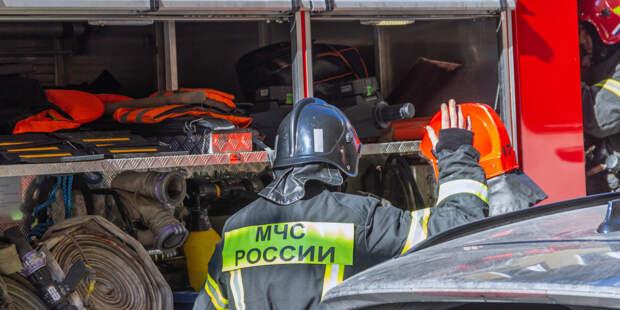 Огонь охватил административное здание и стройматериалы в Екатеринбурге