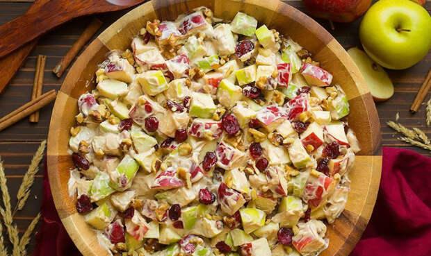салат с яблоками и изюмом