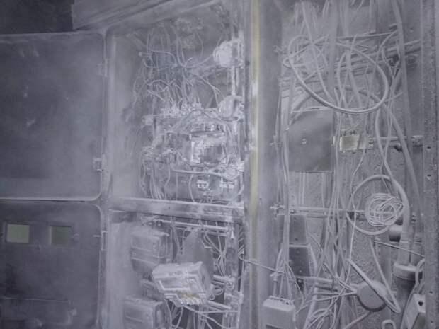 Возгорание электросчётчиков в доме на Пятницком шоссе стало причиной эвакуации 20 человек