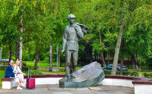 Памятник Есенину на Есенинском бульваре / Фото: Денис Афанасьев