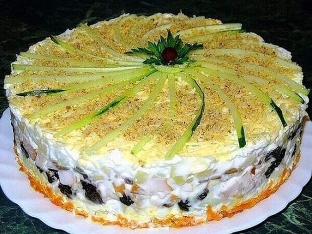 Слоеный ЗАКУСОЧНЫЙ торт с копченой курицей, ЧЕРНОСЛИВОМ и шампиньонами