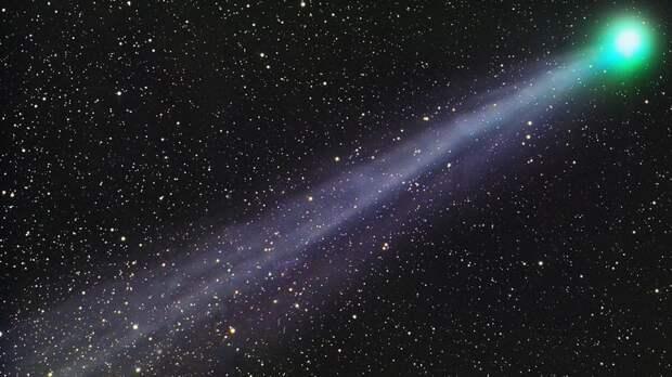 Комета размером в 150 километров держит курс в сторону Солнца