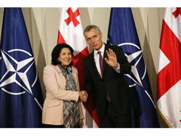 Рассуждения грузинских политиков о возможности военной поддержки со стороны НАТО, с целью возвращения республик, относится к сфере психиатрии