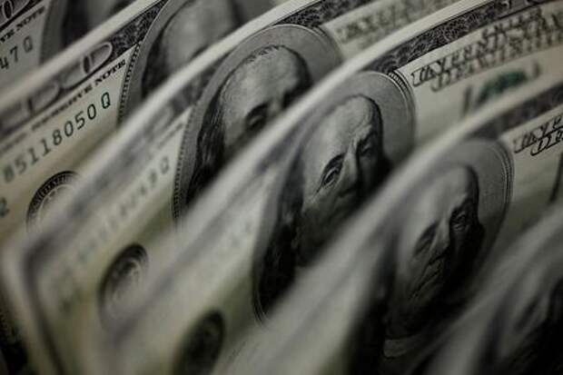 FILE PHOTO: A picture illustration shows U.S. 100 dollar bank notes taken in Tokyo August 2, 2011. REUTERS/Yuriko Nakao