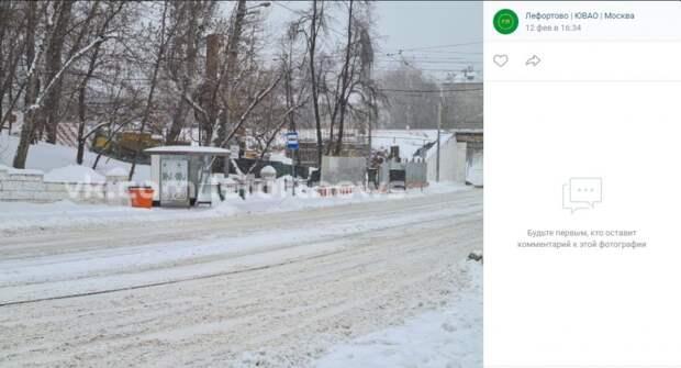 На Волочаевской улице поставили современный остановочный павильон