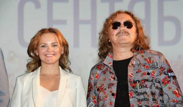 «А щеки откуда?»: жена Игоря Николаева стала копией другой актрисы
