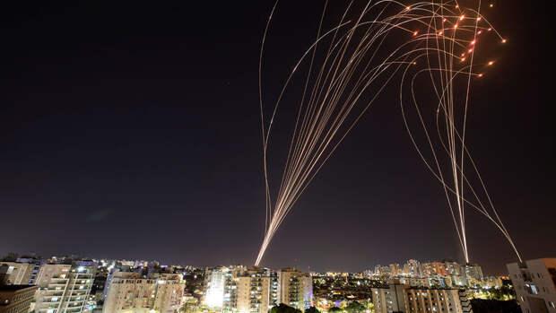 Аэропорт Тель-Авива возобновляет работу после обстрелов