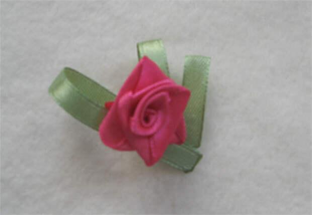 Плиссированная роза из атласной ленты
