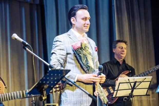 Владислав Косарев - певец с роскошным баритоном