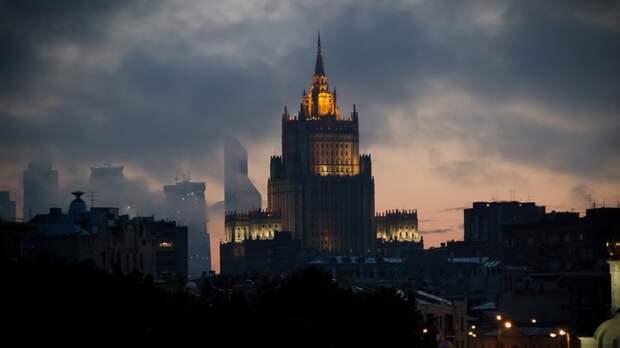 МИД РФ дал совет экс-президенту Эстонии после призыва не пускать россиян в ЕС