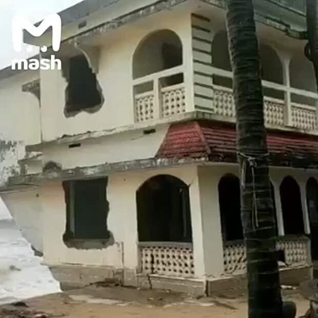 """Западную Индию застал врасплох мощный циклон """"Тауктае"""". Преграды ему неведомы – он..."""