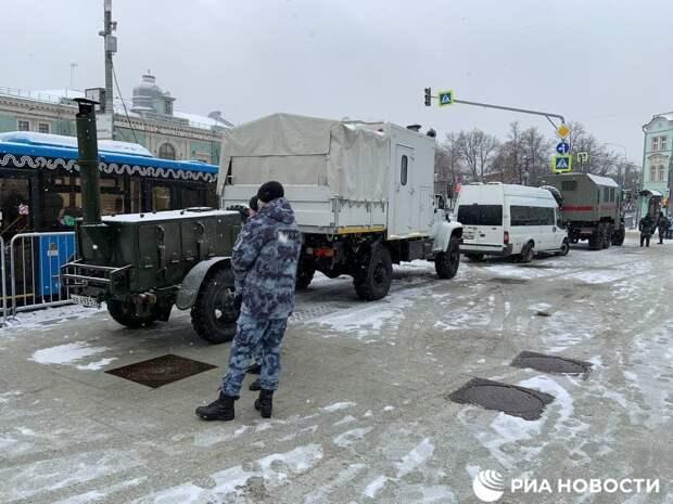 Росгвардия установила полевую кухню на Трубной площади в Москве