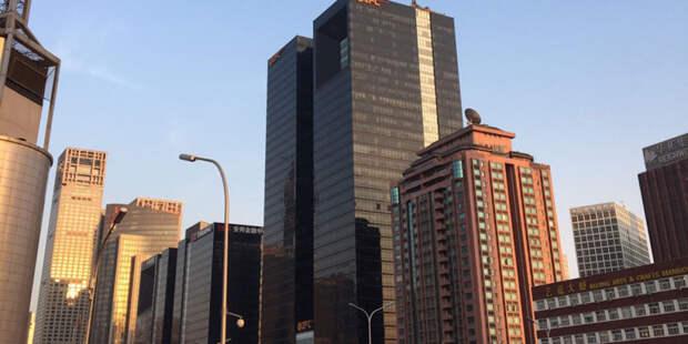 В Китае накренился 300-метровый небоскреб (ВИДЕО)
