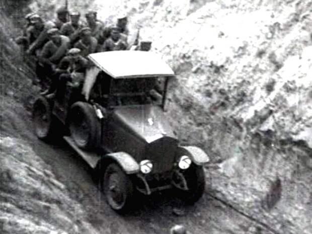 Бортовой АМО-Ф-15 при перевозке личного состава (кинокадр)