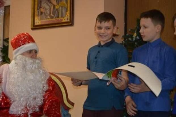 Сотрудники ОГИБДД УВД по САО посетили детский дом в рамках акции «Полицейский Дед Мороз»