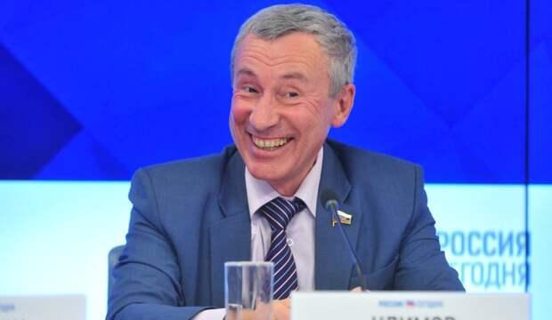 Климов напомнил, как Лукашенко пытался усидеть на двух стульях