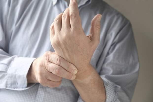 Почему руки немеют