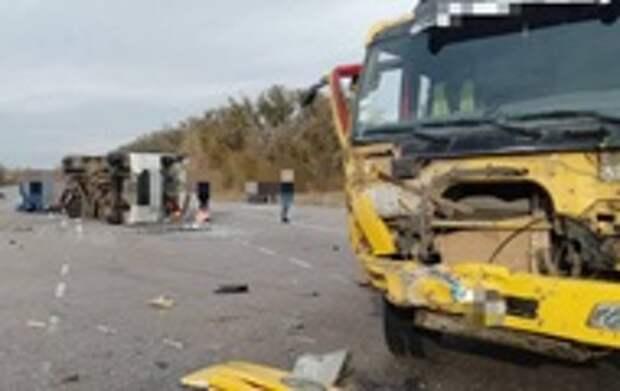 Под Киевом столкнулись грузовик и микроавтобус