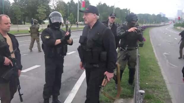 Зачем Лукашенко автомат?