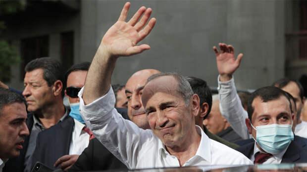 Экс-президент Армении создал предвыборный блок с главами двух партий