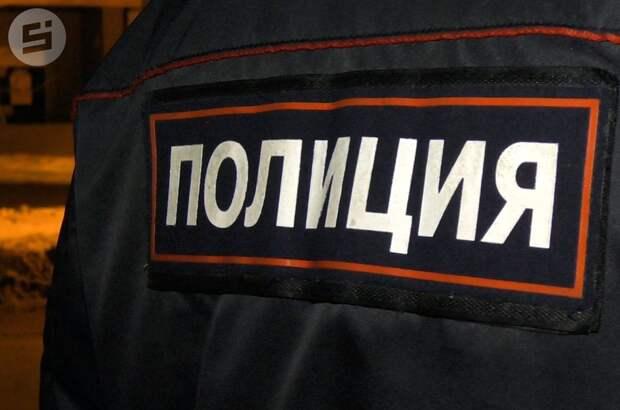 Двое мужчин угнали фуру на трассе в Удмуртии, но попали в затор