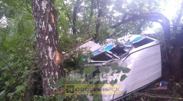 Инспектор ДПС разбился на служебной машине в Новосибирской области
