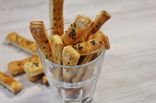 Сырно-творожные палочки из слоеного теста Видео рецепт, Еда, Закуска, Слоеное тесто, Закуска к пиву, Кулинария, Видео, Длиннопост