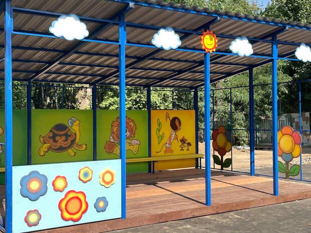 Территорию школы в Ясном проезде благоустроили к новому учебному году