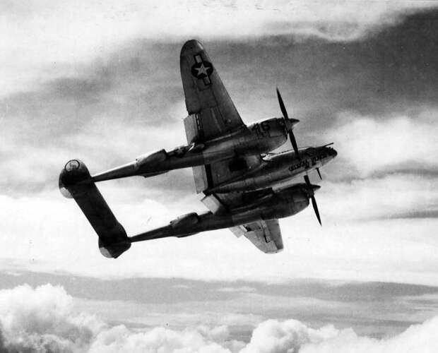 Двухвостый дьявол. Многоцелевой истребитель P-38 «Lightning»